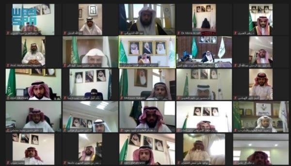 جلوي بن عبدالعزيز يرعى حفل تخريج طلاب وطالبات جامعة نجران افترضيا