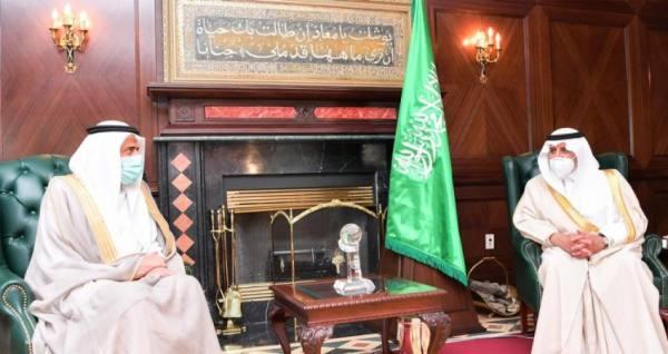أمير منطقة تبوك يستقبل وزير الصحة