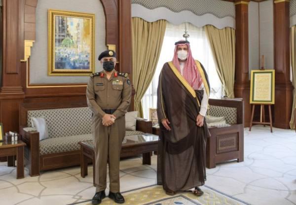 أمير المدينة يستقبل مدير الدفاع المدني بالمنطقة