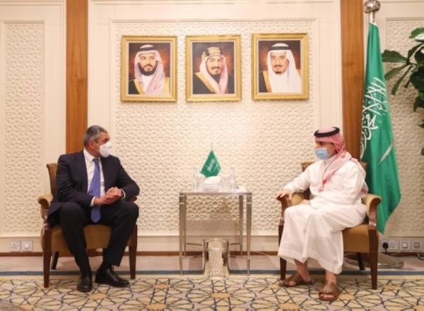 وزير الخارجية يستعرض مع أمين
