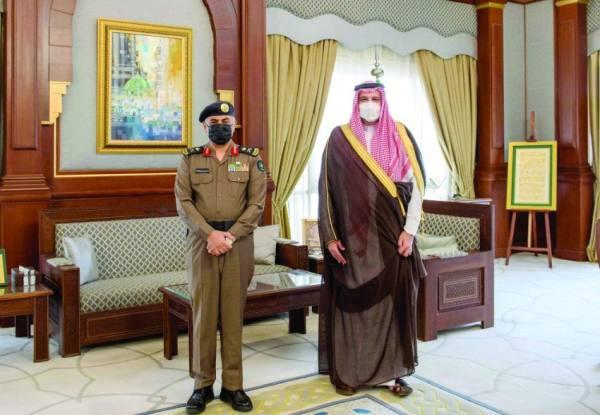 أمير المدينة يهنئ مدير «المدني» بالترقية