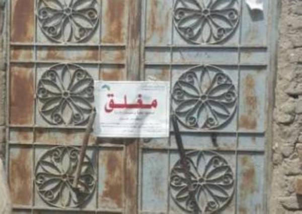 بلدية العتيبية تغلق معملاً عشوائيًا لبيع أدوات النجارة