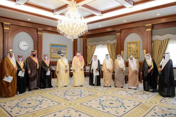 أمير المدينة يلتقي رئيس وأعضاء جمعية طيبة التعليمية