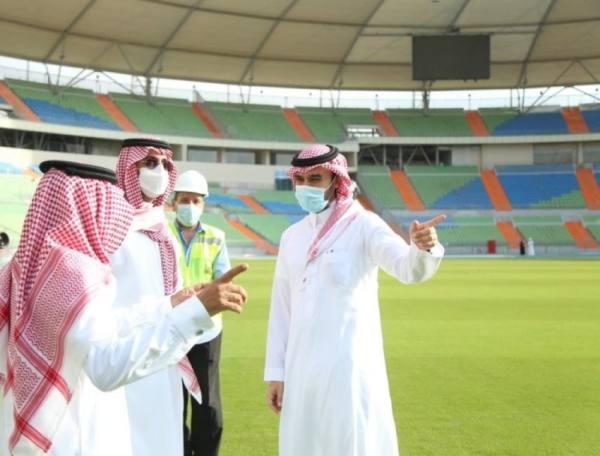 وزير الرياضة يطلع على سير الأعمال في ملعب الأمير عبدالله الفيصل بجدة