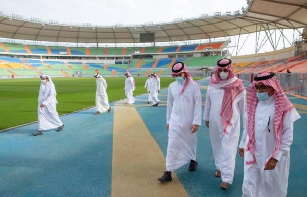 وزير الرياضة يتابع سير الأعمال في ملعب الأمير عبدالله الفيصل بجدة