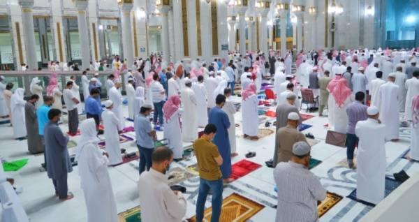 أجواء إيمانية واحترازية تحف صلاة التراويح بالمسجد الحرام في أول ليالي رمضان