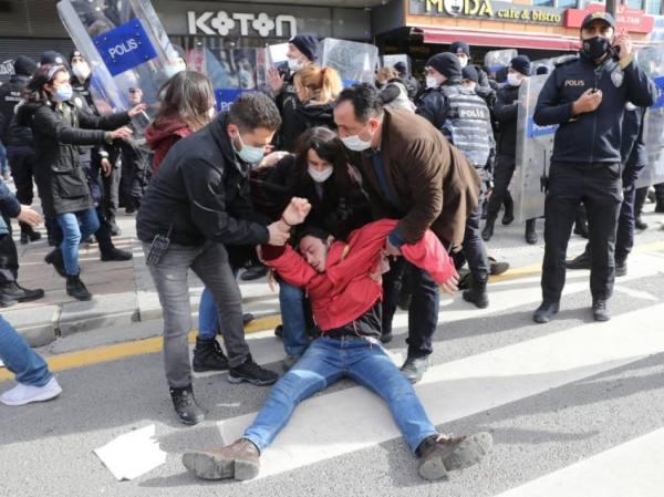 تقرير حقوقي: مقتل 23 طالباً معارضا واعتقال 2077 في 4 سنوات بتركيا