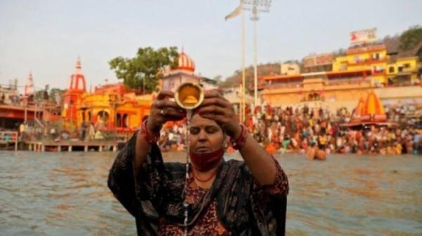 استهتار ومهرجانات وحفلات.. الهند تسبق البرازيل في اصابات كورونا