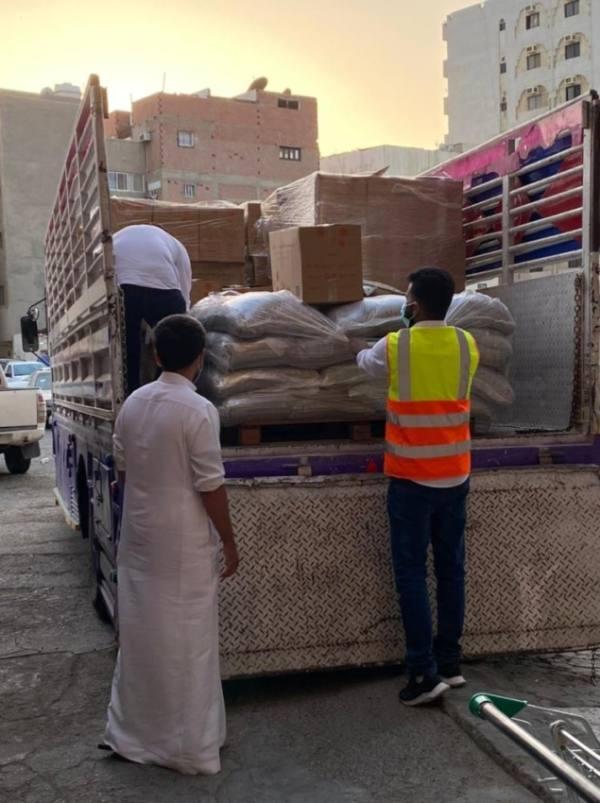 جانب من توزيع السلال على الأحياء