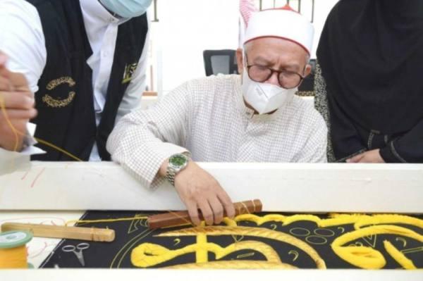 وزير الشؤون الإسلامية الماليزي يزور مجمع الملك عبدالعزيز لكسوة الكعبة المشرفة