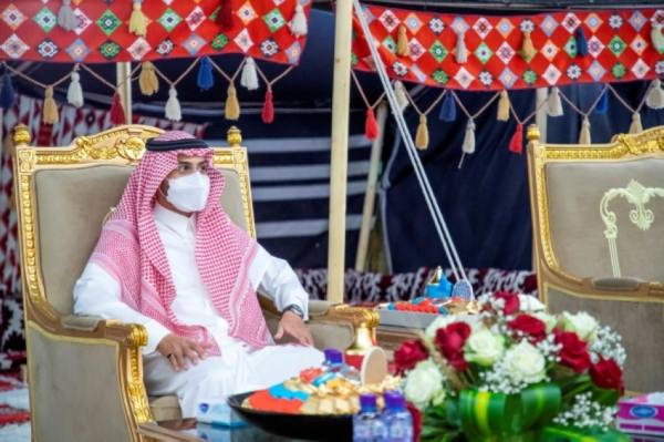 نائب أمير حائل يزور نزلاء دار الرعاية الاجتماعية للمسنين بالمنطقة