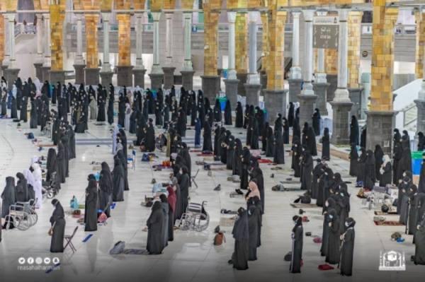 1500 امرأة لخدمة قاصدات وزائرات المسجد الحرام