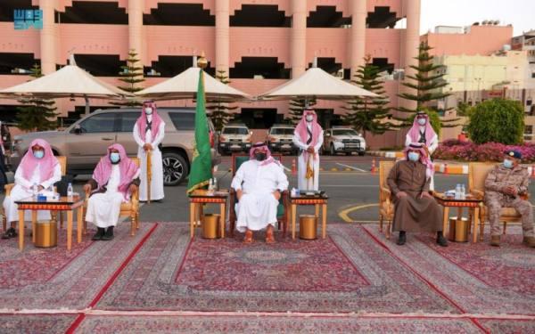 أمير عسير يستعرض المشروعات التنموية في لقائه بمسؤولي المنطقة