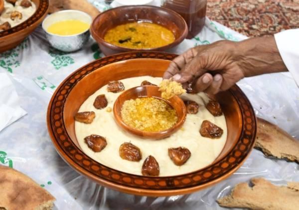 رمضان في عسير..  فرحة بأعيرة نارية وإفطار على أنغام