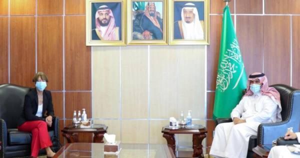 السفير آل جابر يناقش مع سفيرة ألمانيا لدى اليمن مبادرة المملكة للسلام
