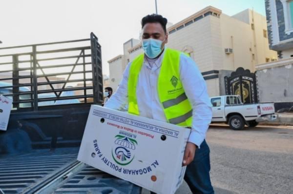 توزيع سلال غذائية لأسر الإسكان التنموي بالمدينة