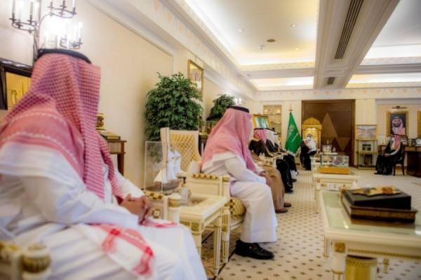 أمير القصيم يتسلم التقرير السنوي للجنة أصدقاء المرضى بمحافظة الرس