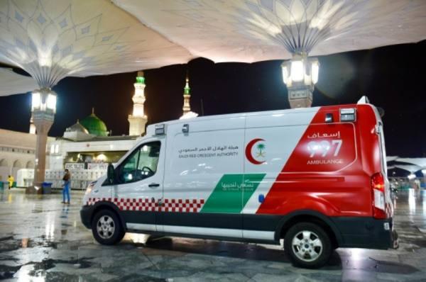 متطوعو الهلال الأحمر : خدمة زوار المسجد النبوي شرف وأجر عظيم