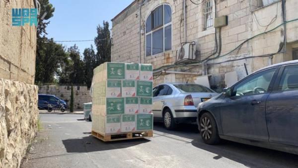 يد المملكة الحانية.. السلال الغذائية الرمضانية تصل اليمن والقدس وألبانيا
