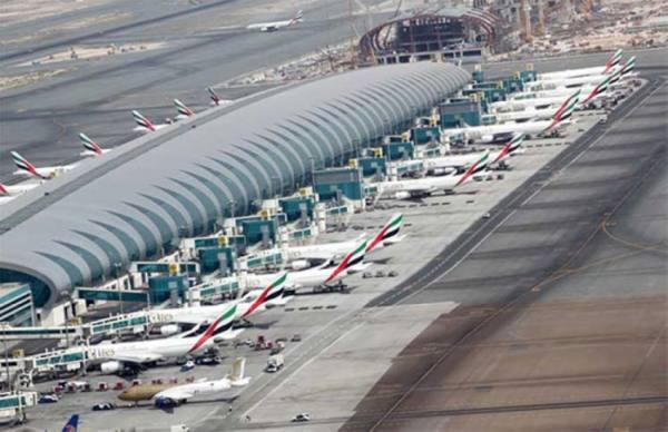 الإمارات تعلق كافة الرحلات الجوية القادمة من الهند