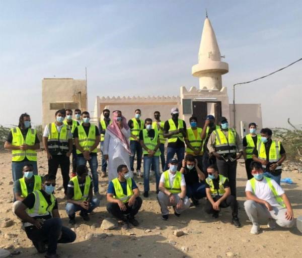 توزيع 170 سلة غذائية لمتعففي قرية السعدية