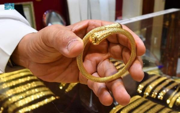 صناعة الذهب والمجوهرات في المنطقة الشرقية تحمل إرثًا تاريخياً يتوارثه الأبناء