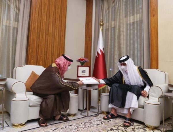 خادم الحرمين الشريفين يدعو أمير قطر لزيارة المملكة