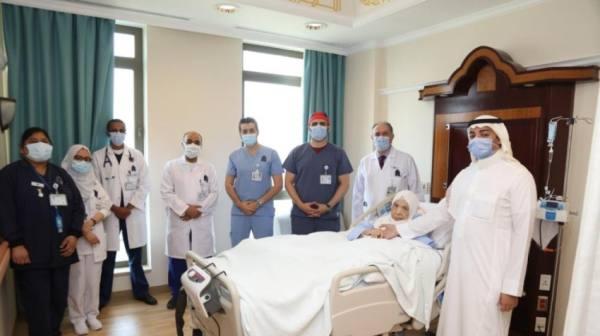انقاذ حياة مريضة عمرها 100عام بالمركز الطبي الدولي
