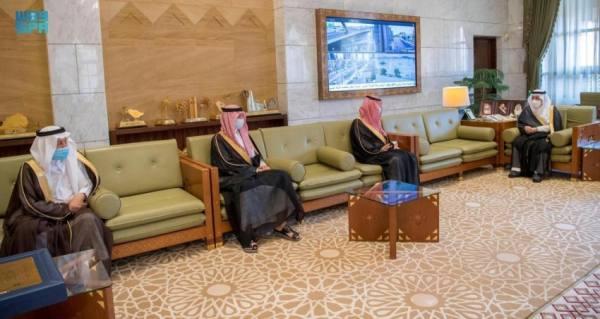 أمير الرياض يستقبل عدداً من أعضاء جائزة الأميرة صيتة بنت عبدالعزيز