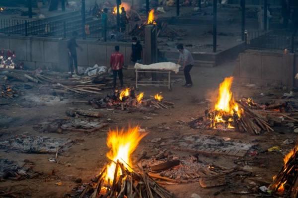 محارق الجثث مكدسة بالموتى في الهند