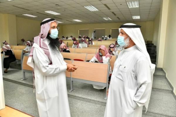 الاختبارات النهائية حضوريًّا لنحو 10 آلاف طالب وطالبة بأم القرى