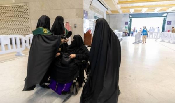 الوكالة النسائية بشؤون الحرمين تقوم بتعقيم المصليات على مدار الساعة