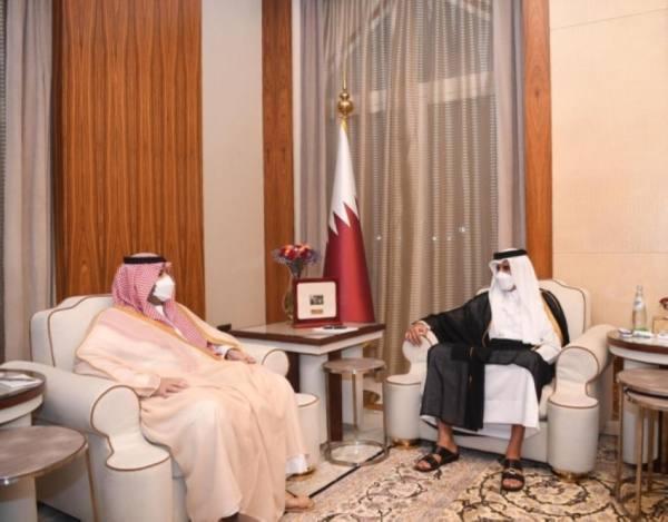 أمير قطر والأمير تركي بن محمد بن فهد يستعرضان سبل تعزيز أواصر العلاقات