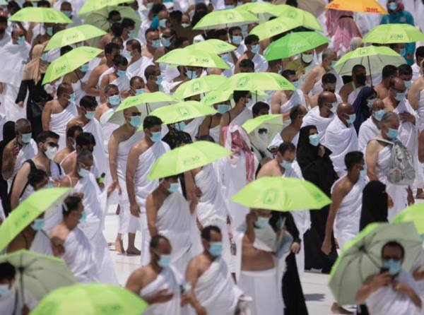 الشؤون الإسلامية بمكة توزع 11 ألف مظلة شمسية ضمن مبادرة