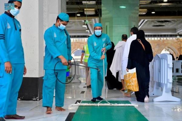 4000 عامل للنظافة و70 فرقة لتعقيم الحرم يوميا
