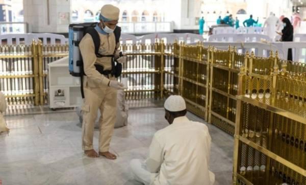 وحدة الجنائز تقدم الخدمات الإجتماعية لذوي المتوفين فى المسجد الحرام