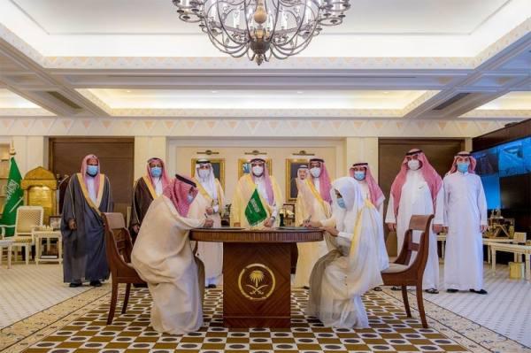 فيصل بن مشعل يشهد توقيع اتفاقية بين جمعية مساجد والتدريب التقنية والمهني بالقصيم