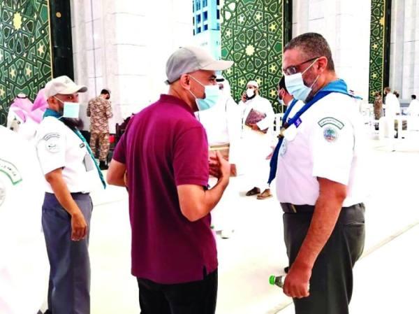 50 قائدا كشفيا يحققون 3 آلاف ساعة تطوعية بالمسجد الحرام