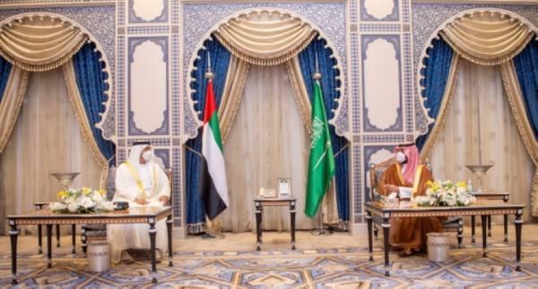 ولي العهد يستعرض مع محمد بن زايد التطورات الإقليمية والدولية