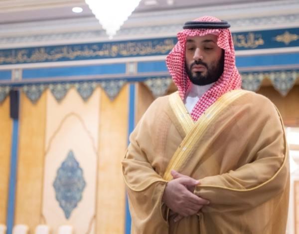 ولي العهد يؤدي صلاة الميت على والدة الأمير محمد بن عبدالرحمن بن عبدالعزيز