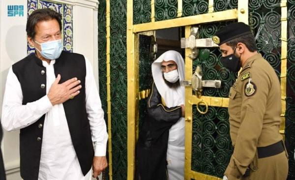 رئيس وزراء باكستان يزور المسجد النبوي