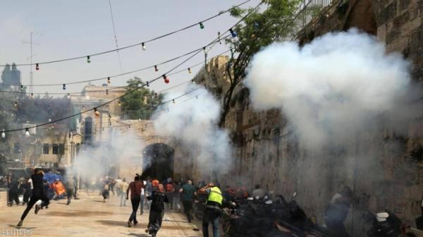 تجدد المواجهات داخل ساحات المسجد الأقصى.. وواشنطن تدعو للهدوء