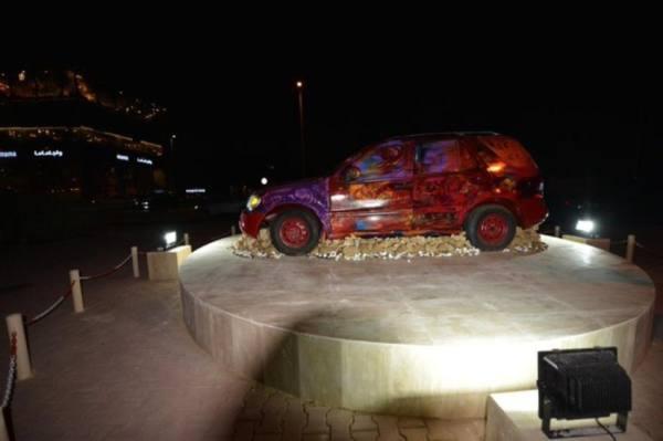 الفيصل يوجه بإزالة مجسمات السيارات التالفة بجدة