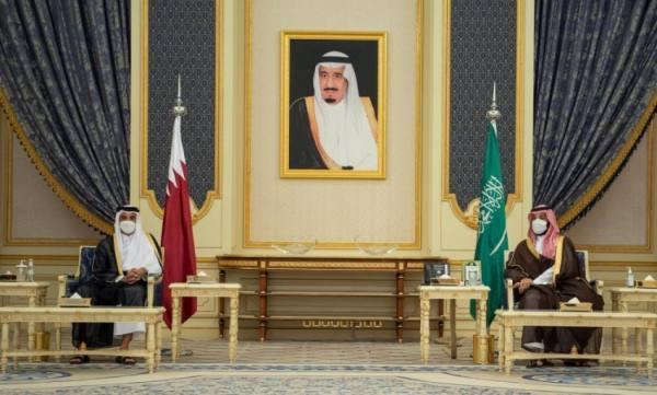 ولي العهد وأمير قطر يستعرضان أوجه التعاون الثنائي وسبل دعمه وتطويره