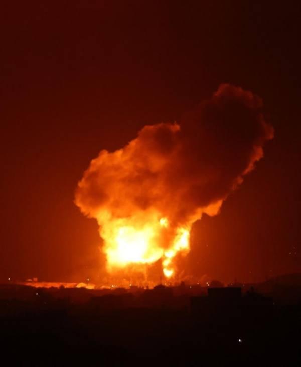 طيران الاحتلال الإسرائيلي يستهدف عدد من المواقع في قطاع غزة