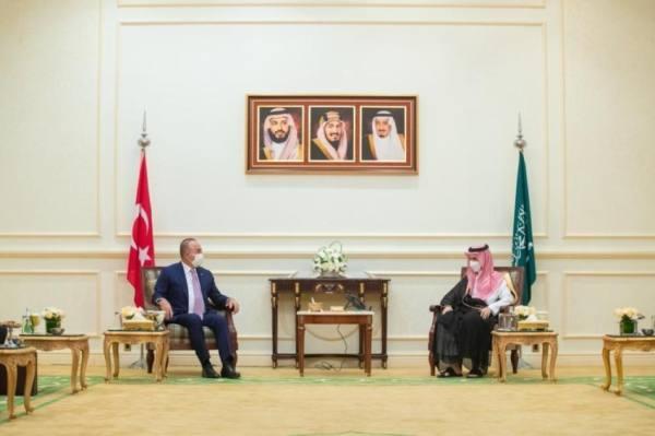 وزير الخارجية يبحث مع نظيره التركي المستجدات الإقليمية والدولية