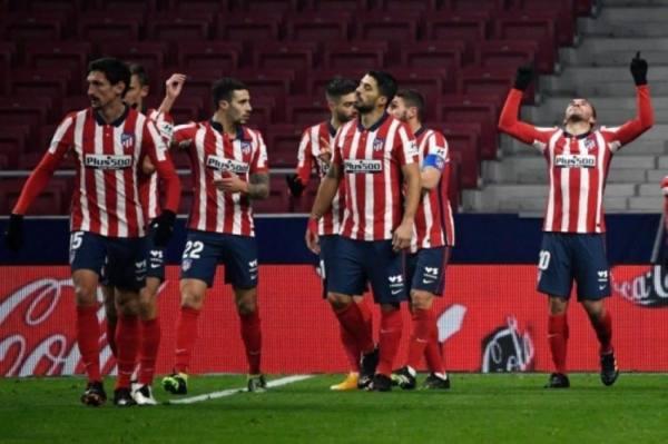 أتلتيكو مدريد يحقق الفوز بصعوبة أمام سوسيداد ويقترب من التتويج