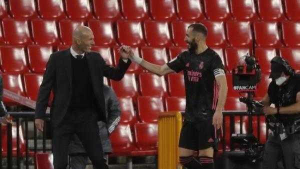بعد اكتساح ريال مدريد لغرناطة الصراع يشتعل على اللقب