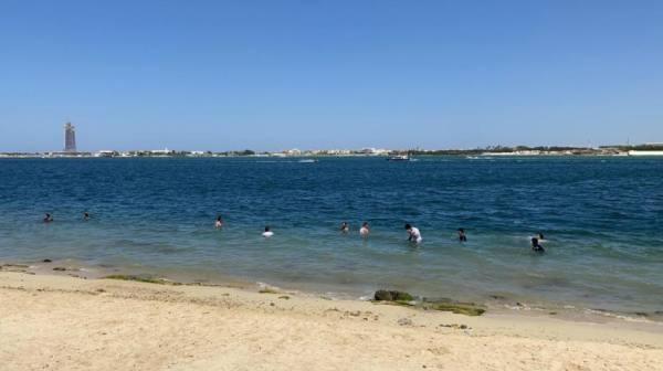 إقبال المواطنين والمقيمين على شواطئ جدة