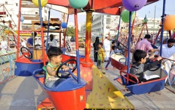 الأطفال يعيدون ذكريات الماضي في العيد بـ